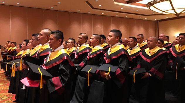 Agentes de la PNC se gradúan de licenciados