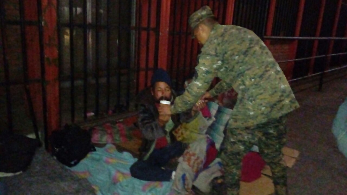 Guatemaltecos ayudan al prójimo ante el frío