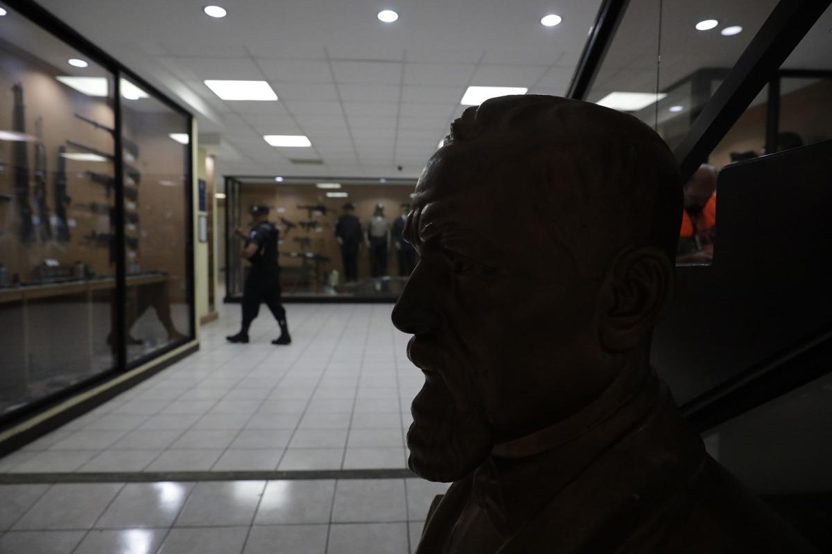Visita al museo de la Policía Nacional Civil