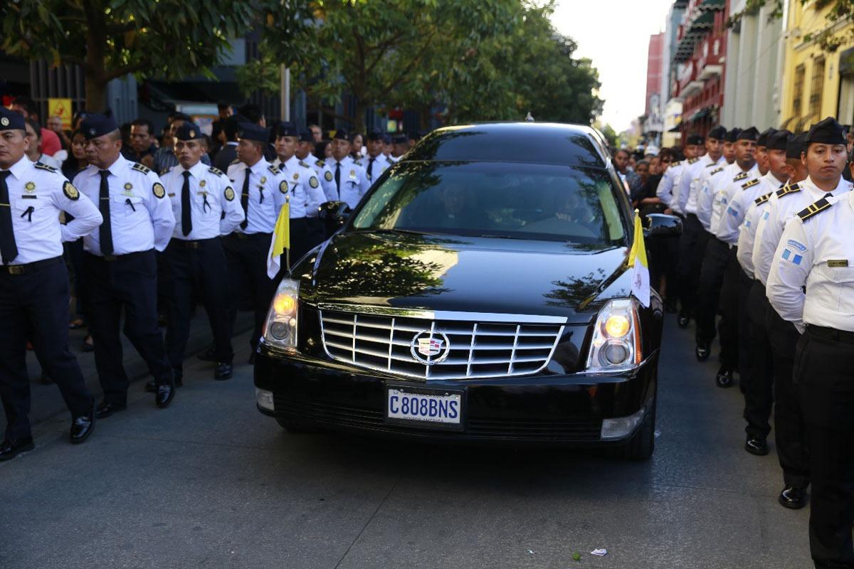 Feligresía despide al Arzobispo Óscar Vian