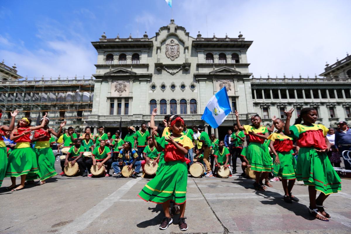 El carnaval es festival de alegría y color