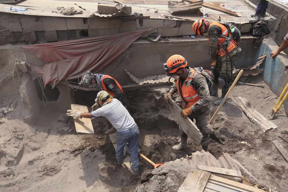 Trabajan en zona de desastre