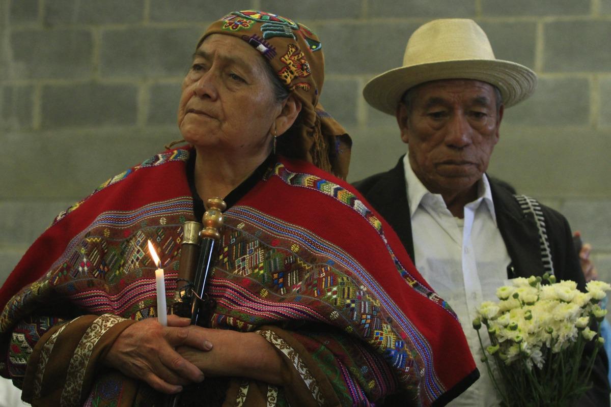 Entierran 172 osamentas en San Juan Comalapa