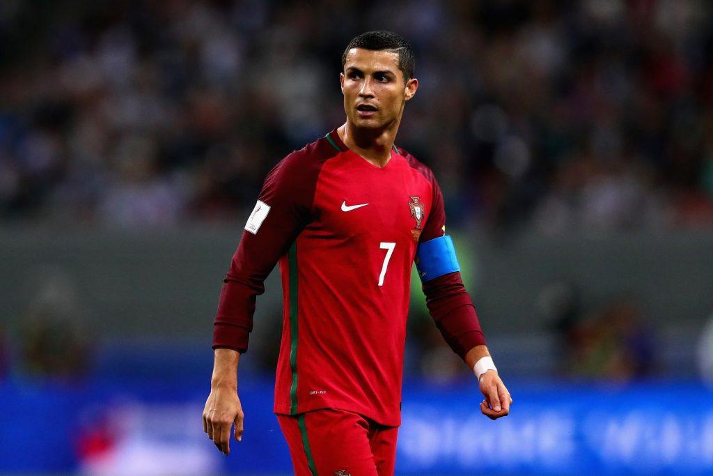 Cristiano Ronaldo 7 (Portugal) vGanó la Liga de Campeones de la UEFA 2017/18 con el Real Madrid. –Fue el máximo goleador de dicha competición (15 tantos). –Conquistó la Copa Mundial de Clubes de la FIFA EAU 2017.