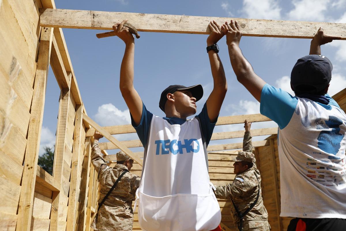 Ejército y Techo edifican para afectados