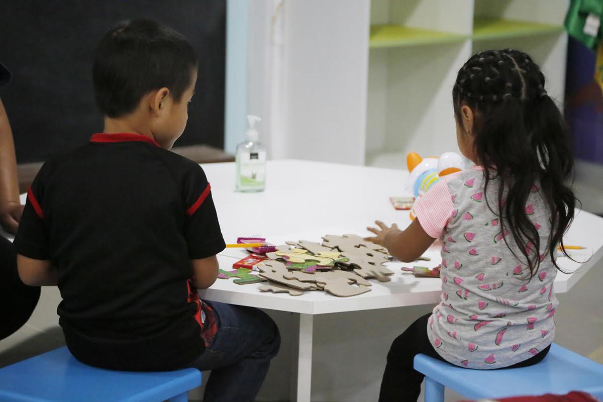 Menores vuelven con sus padres