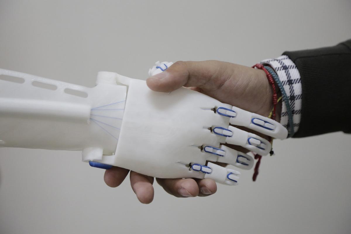 Una mano para el futuro