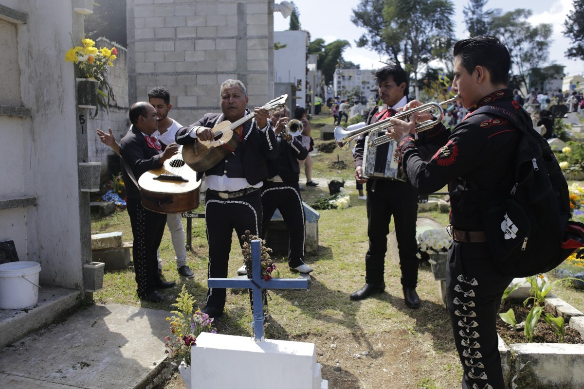 Guatemaltecos celebran el Día de Todos los Santos