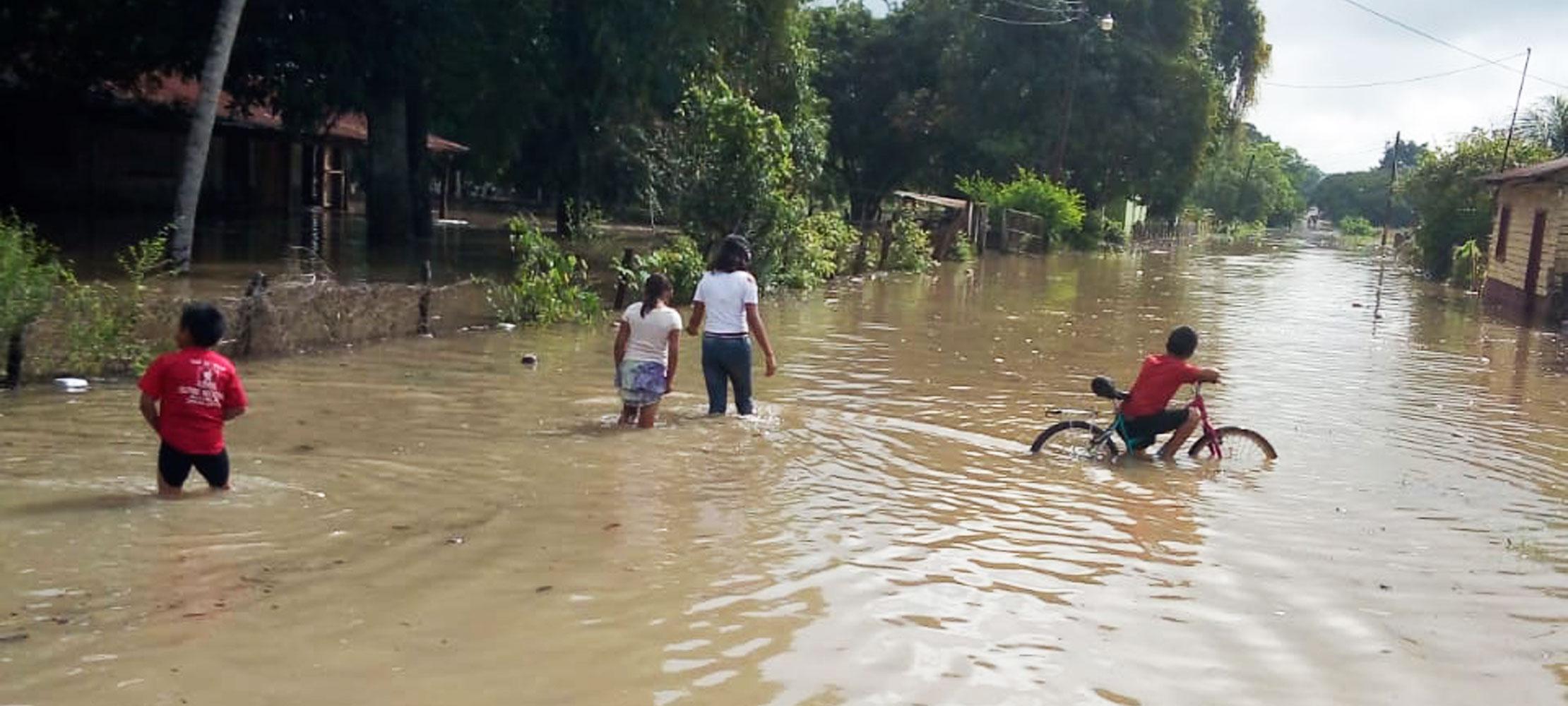 Conred atiende a afectados por derrumbes e inundaciones y previene de más  aguaceros – Noticias Última Hora de Guatemala