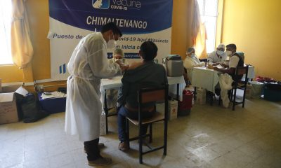 Adultos y personal medico de las unidades y centros hospitalarios del departamento de Chimaltenango recibieron la primera dosis de la vacuna contra el Covid19.