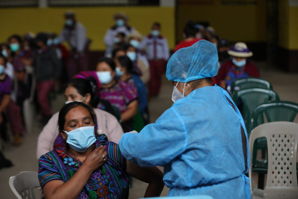Centro de vacunación en salón municipal de Todos Santos Cuchumatán, Huehuetenango, donde se aplicaron alrededor de 600 dosis.