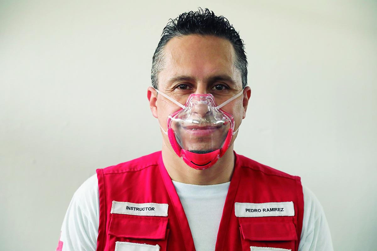 voluntarios-cruz-roja-guatemala-mascarillas-inclusivas-lengua-senas-diario-centro-america-guatemala-dca-7